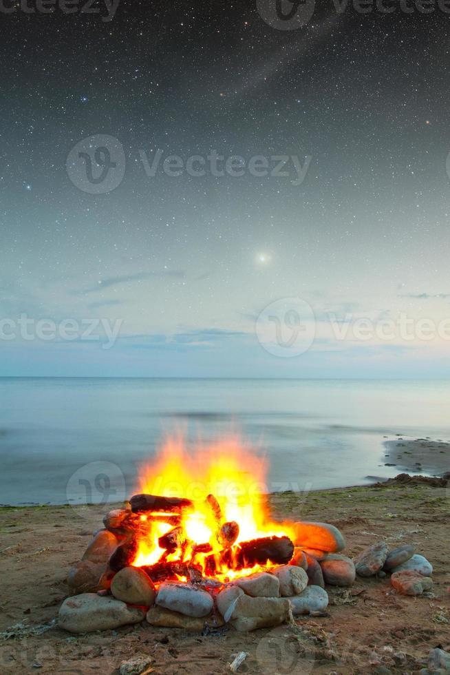 brand op zee foto