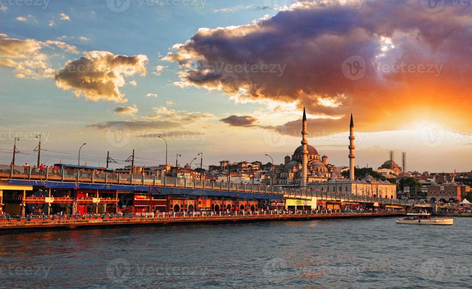 Istanbul bij zonsondergang foto