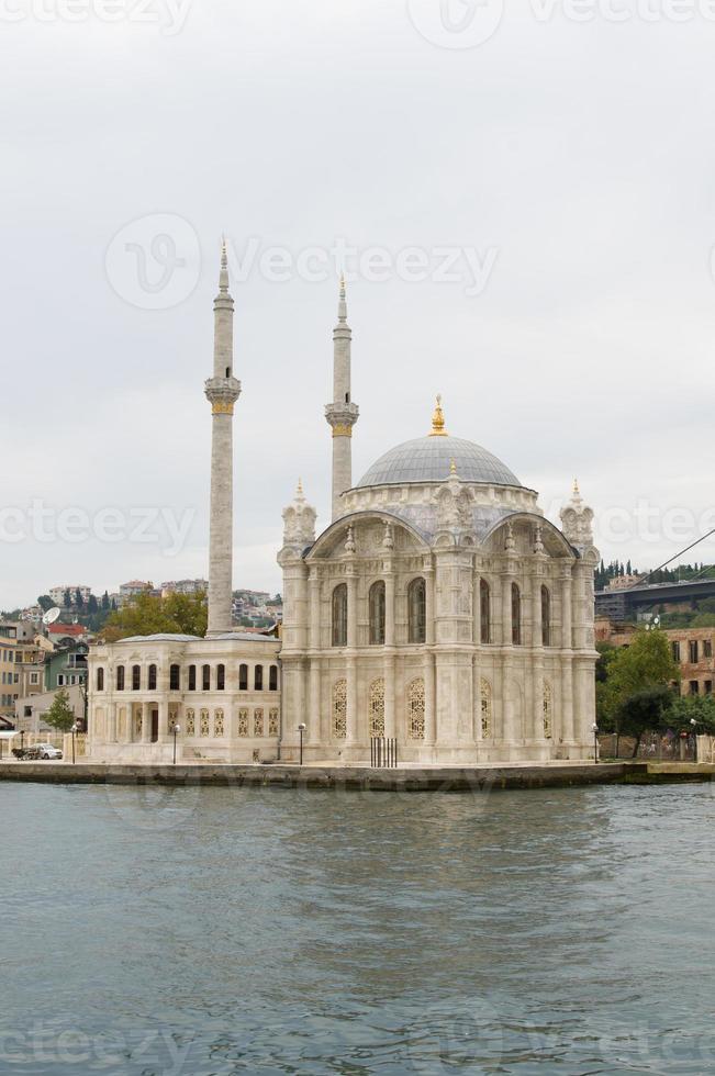 ortakoy moskee en de Bosporus-brug in istanbul, turkije foto