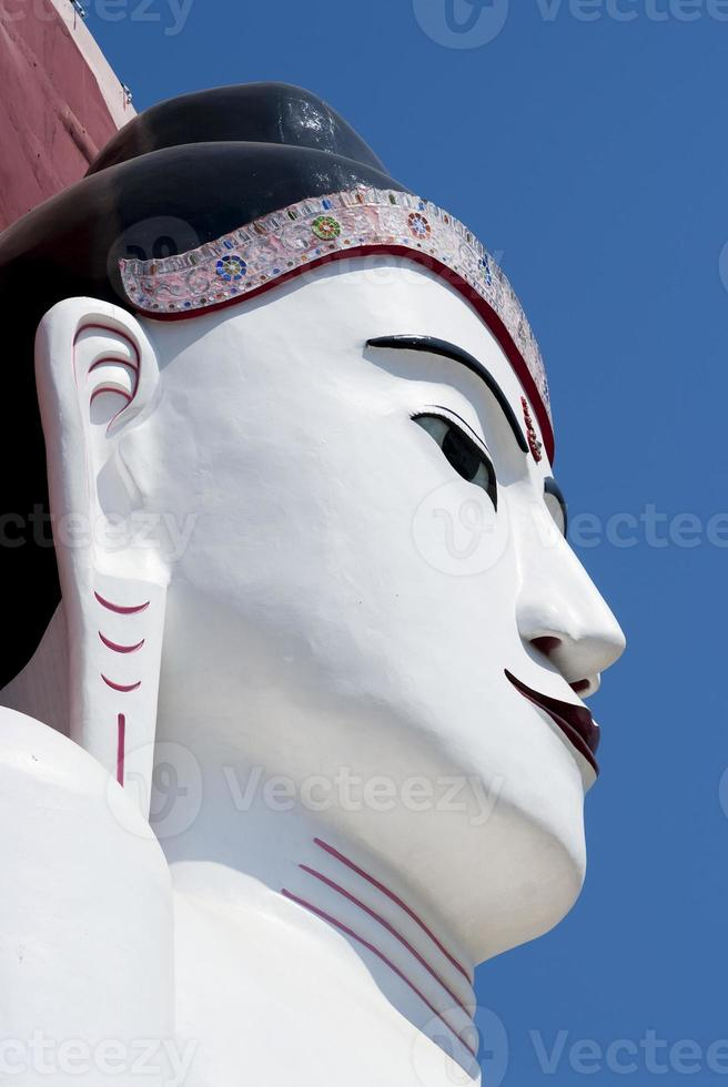een van de vier kyaik pun paya boeddha's, bago, myanmar foto