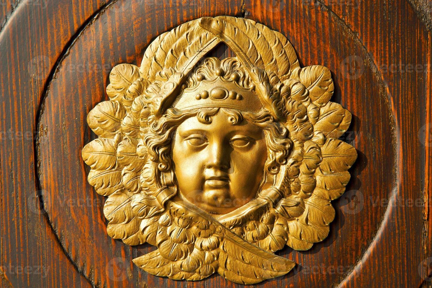 de gouden deur van het gezichtshuis in de kolom van Italië Lombardije foto