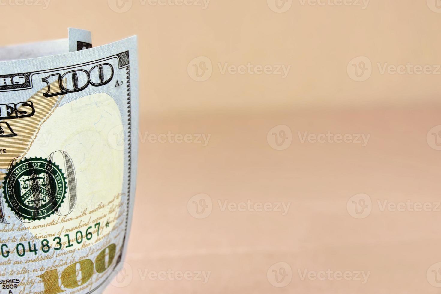 nieuwe Amerikaanse honderd dollarbiljet gerold foto