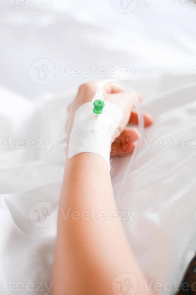 patiënt met intraveneuze infuus of perfuse foto