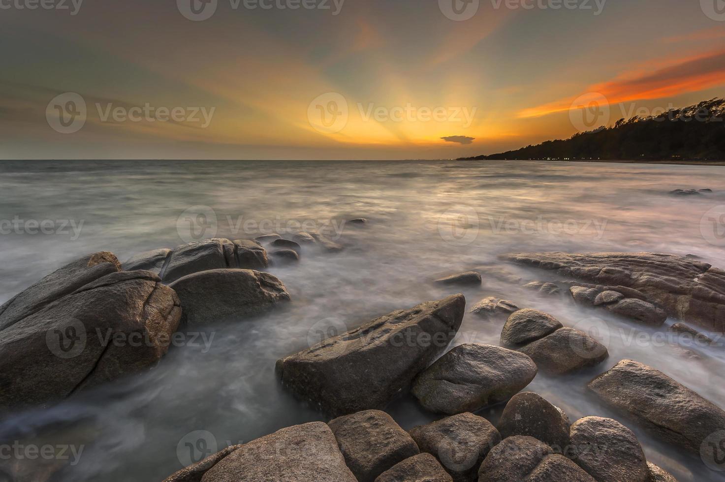 zee bij zonsondergang foto