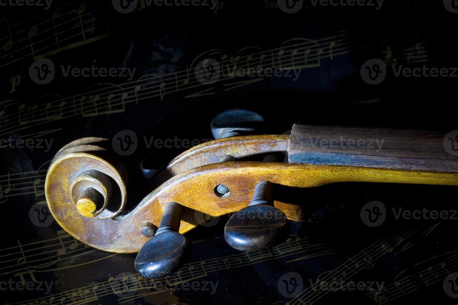 viool en muziekblad foto