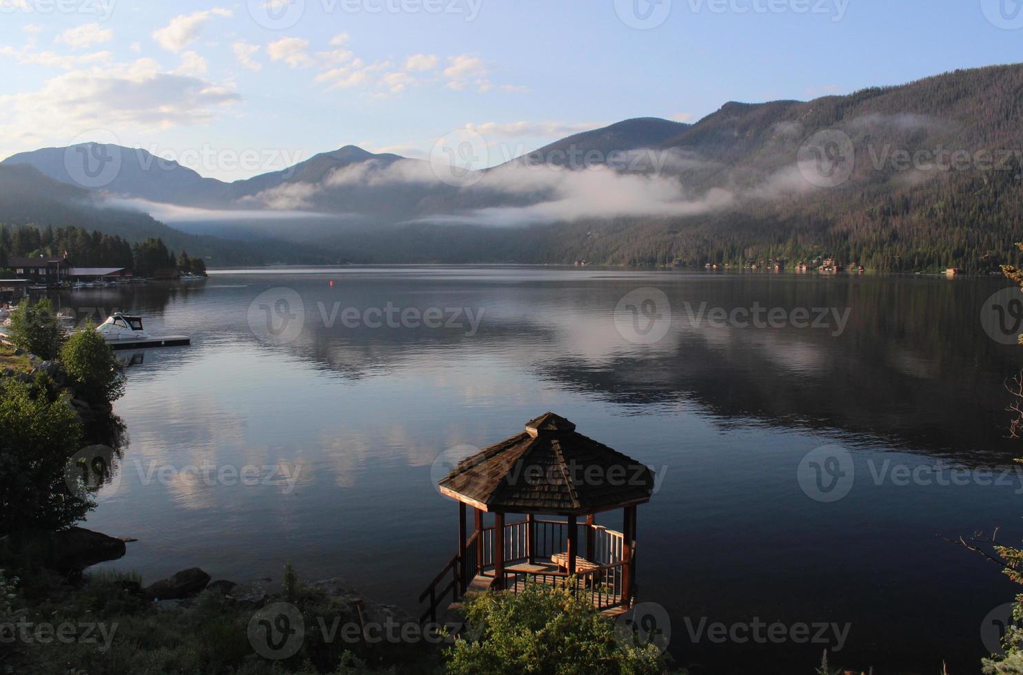 bergochtend bij Grand Lake Gazebo foto