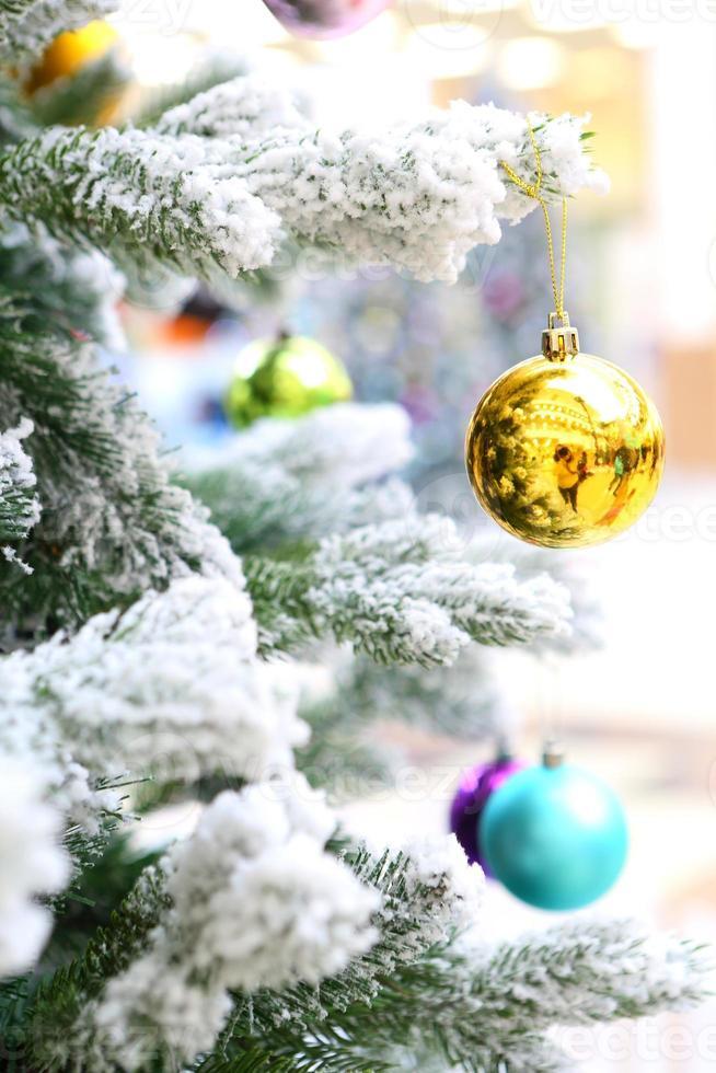 Kerstdecoratie op sparren foto