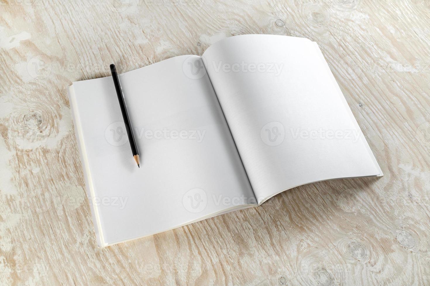 brochure met een potlood foto