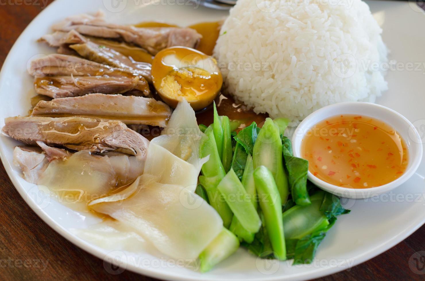 rijst met geroosterde eend foto
