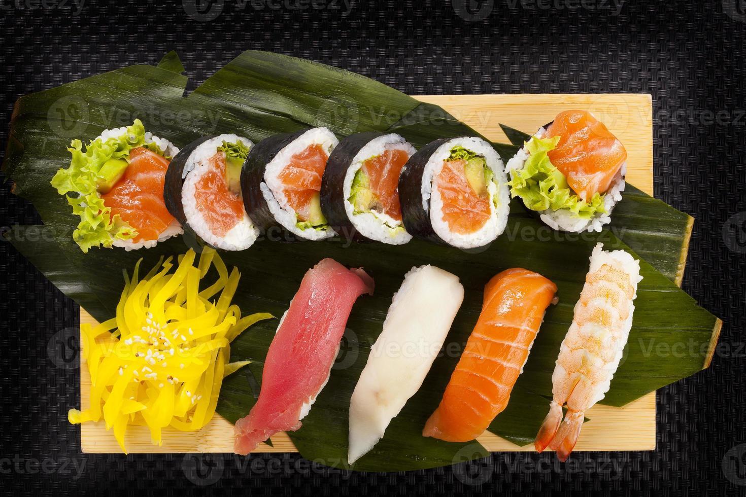 de samenstelling van nigiri sushi foto