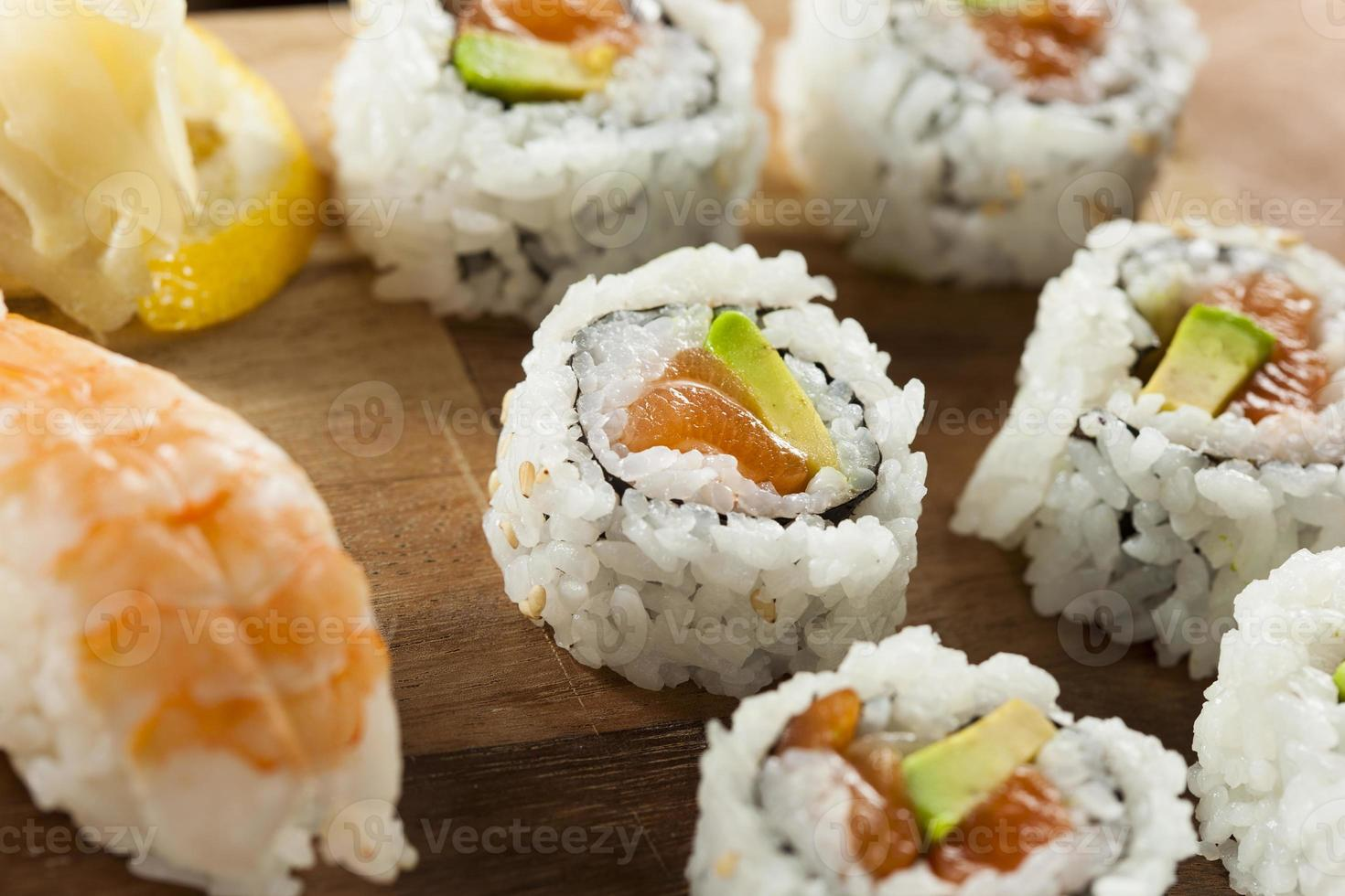 gezonde Japanse zalm maki sushi foto