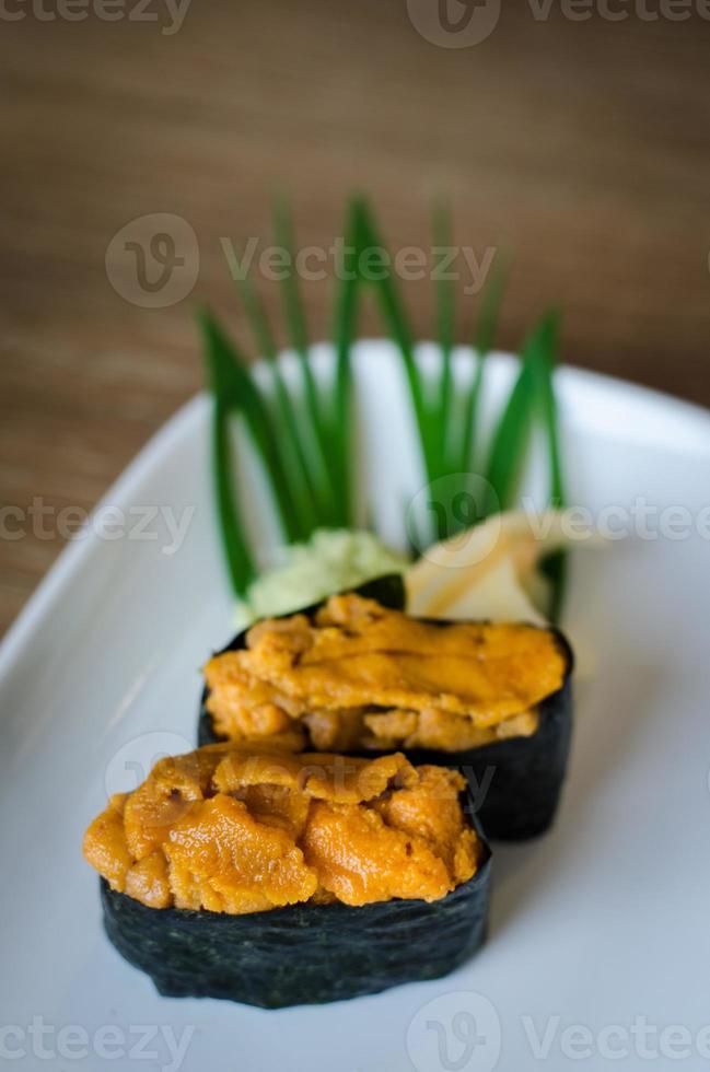 zee-egel eieren sushi foto
