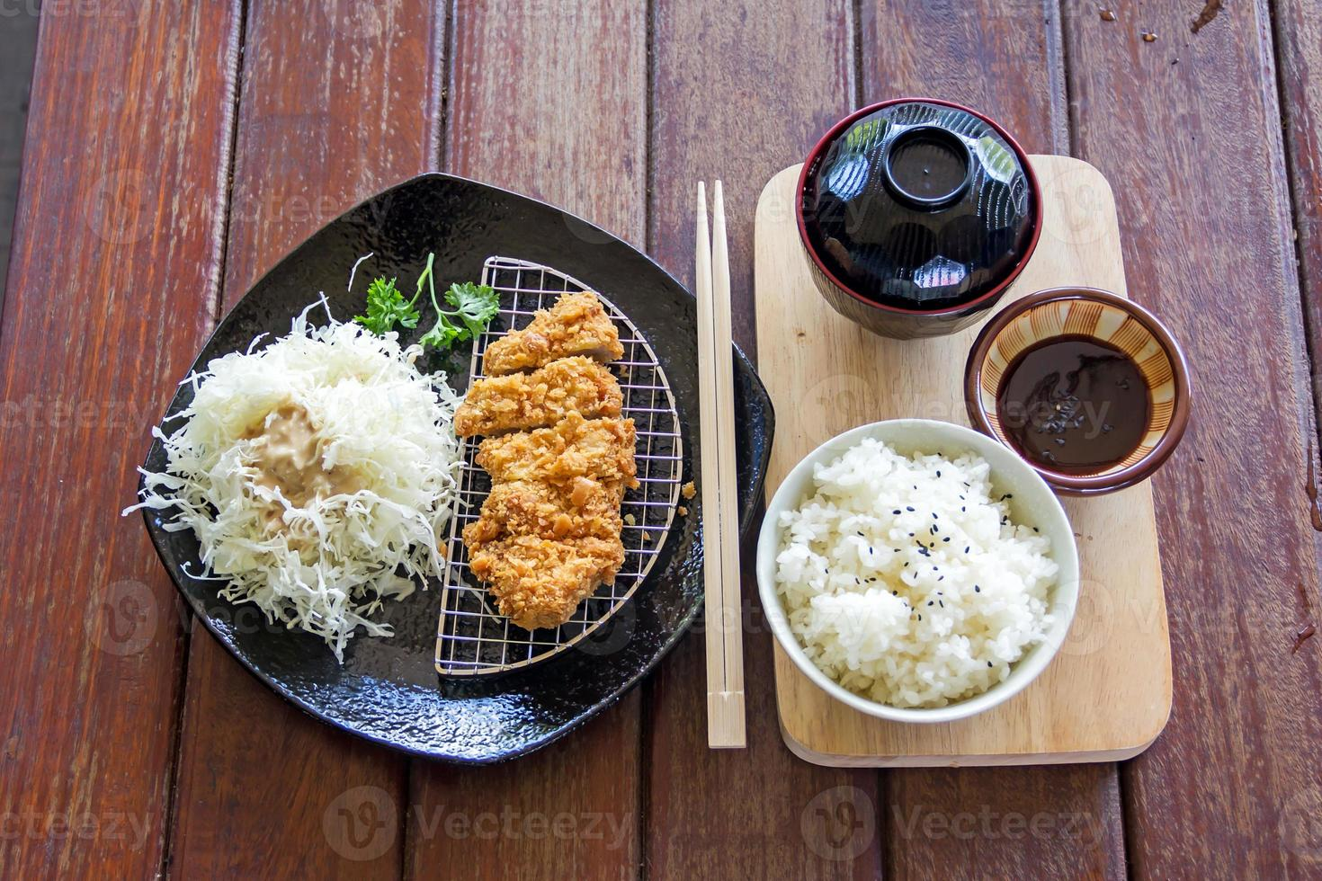 Japanse gefrituurde varkenskotelet of tonkatsu, Japans eten foto