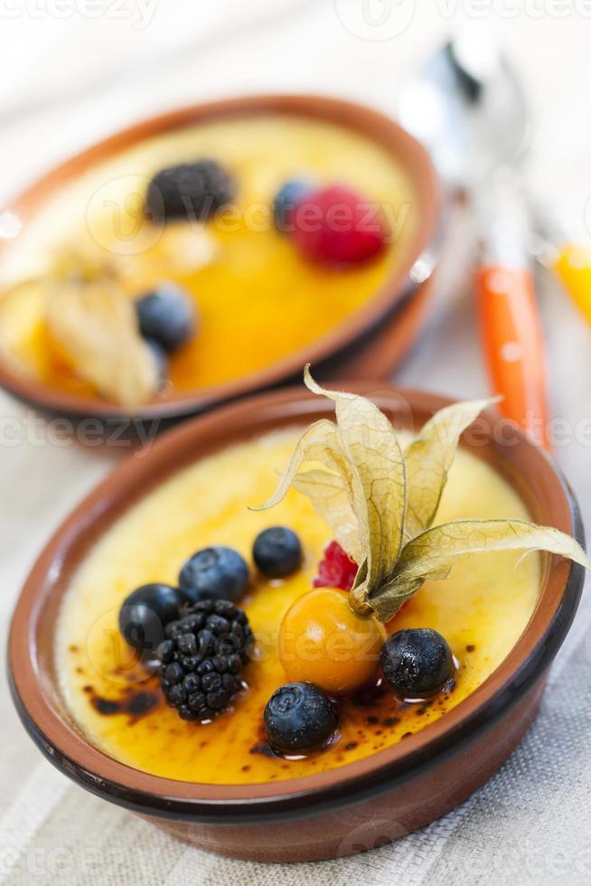 crème brulee dessert foto