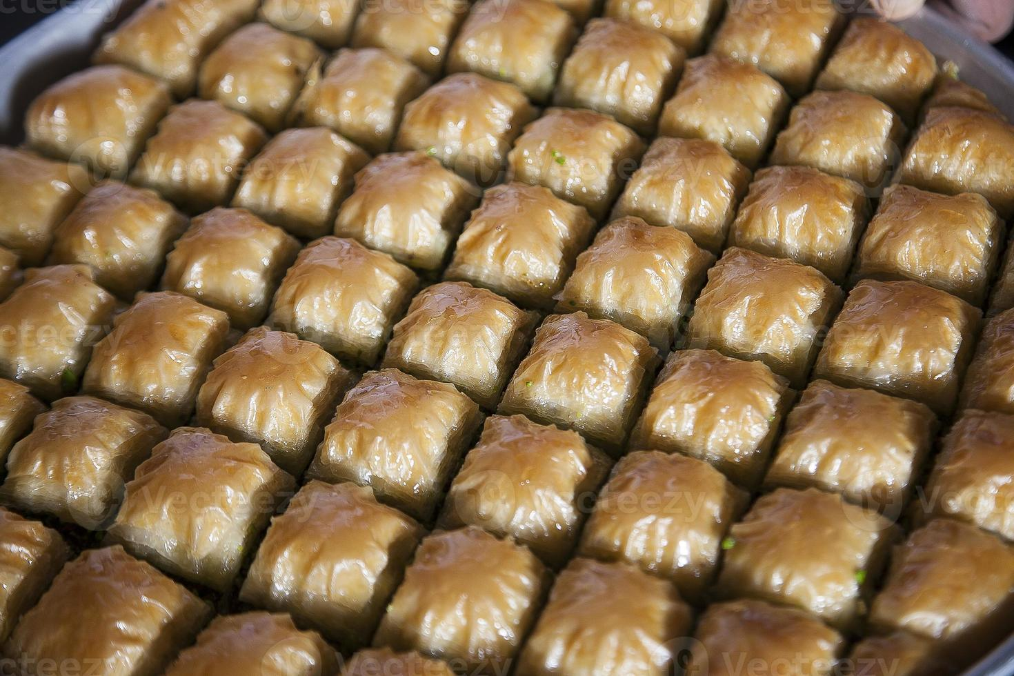 baklava, Turks dessert gemaakt van dun gebak, noten en honing foto