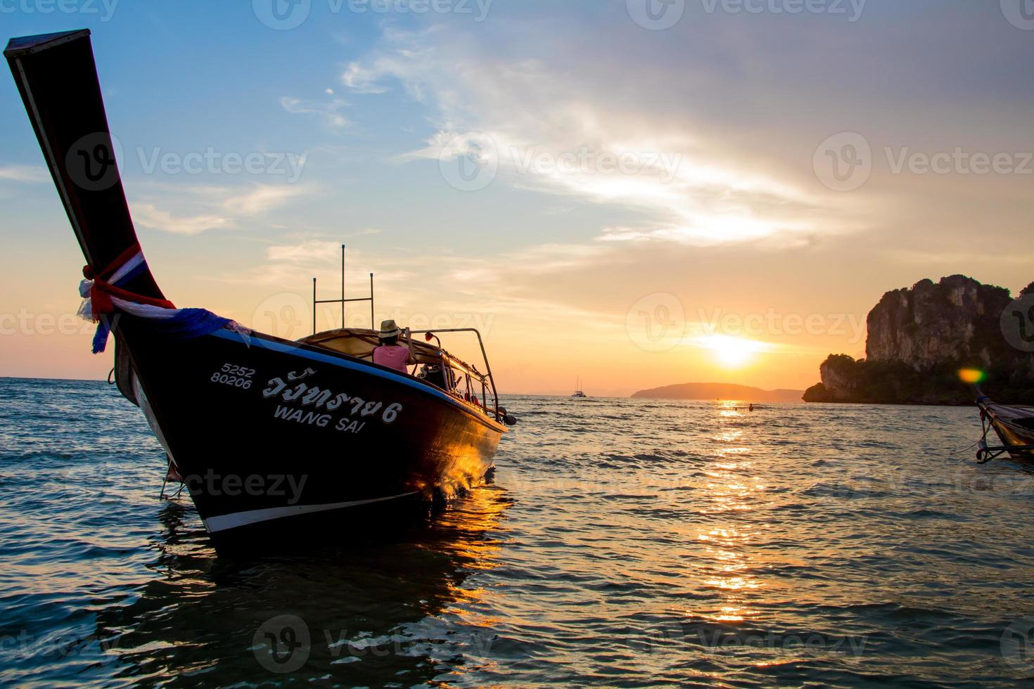zonsondergangraai legt strandkrabi Thailand foto