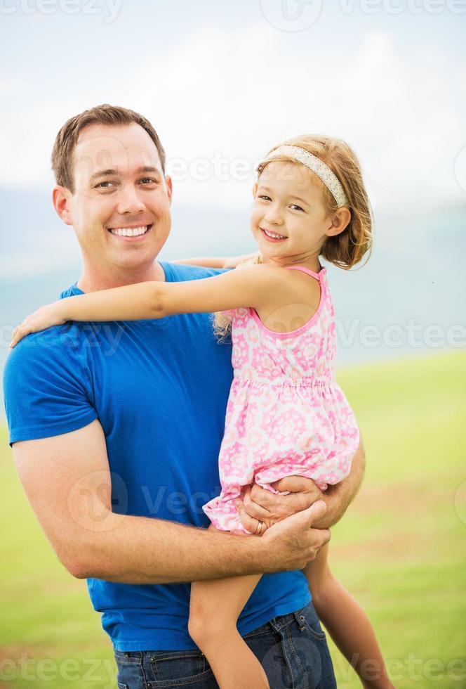 gelukkige vader en jonge dochter foto