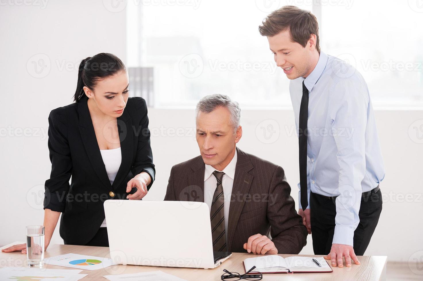 mensen uit het bedrijfsleven op het werk. foto