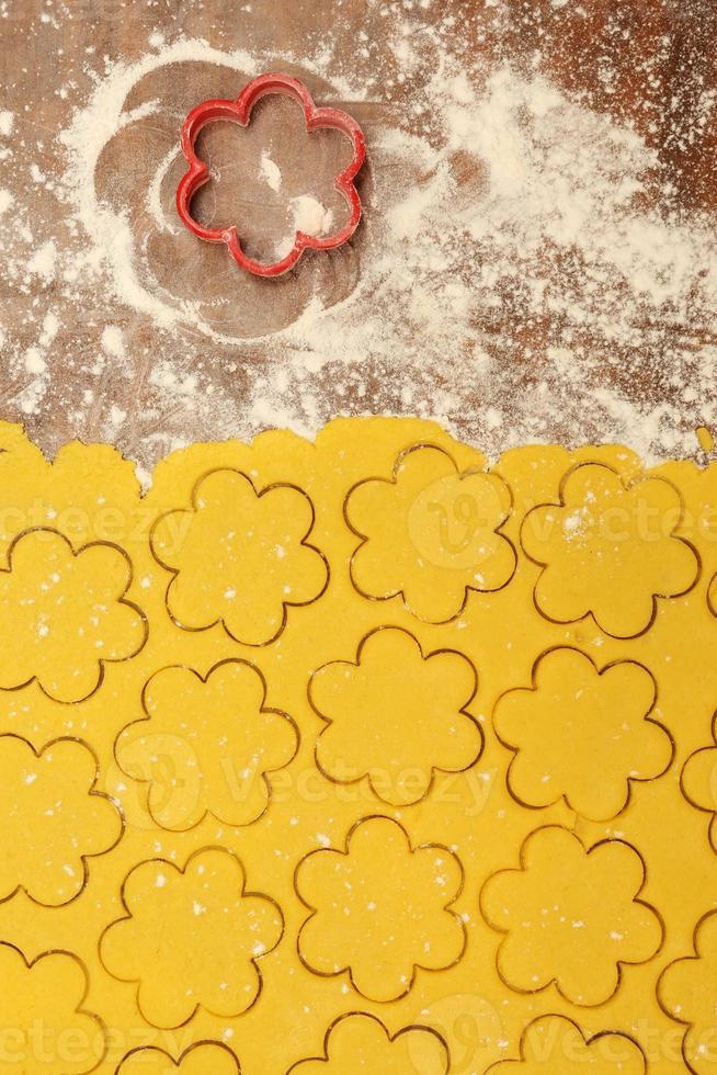 het proces van het maken van zelfgemaakte kerstkoekjes foto