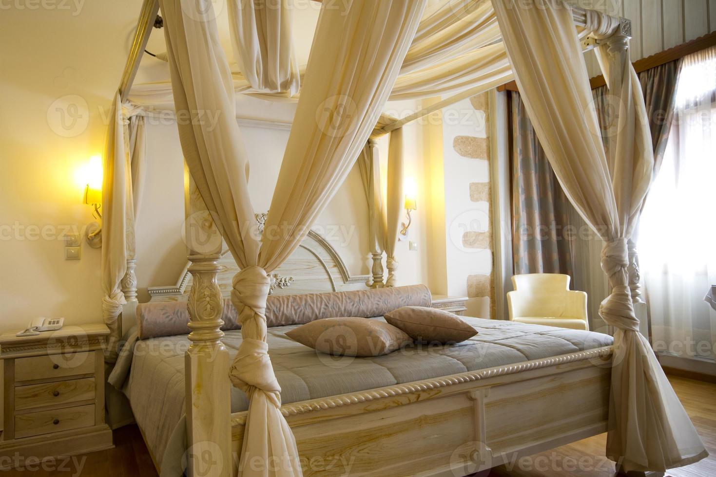 luxe en klassieke hotelslaapkamer foto