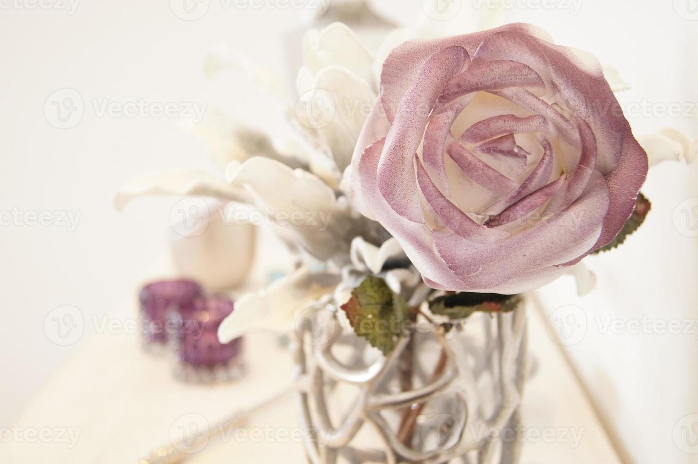 surrealistische witte roos foto