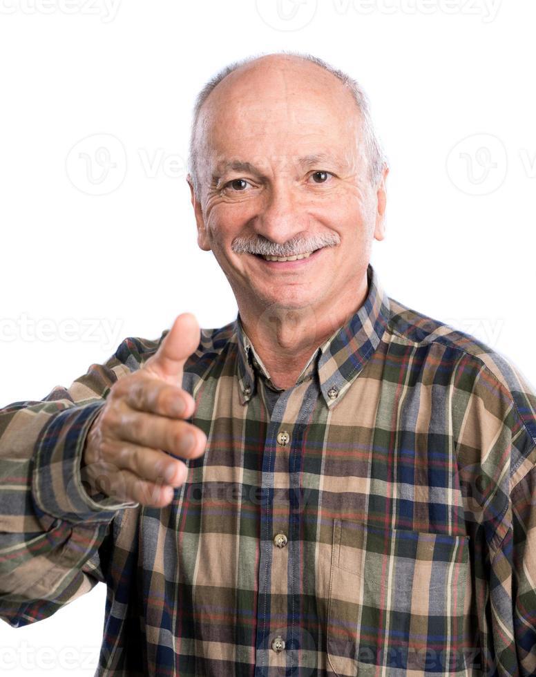 senior man hand reiken voor handshaking foto