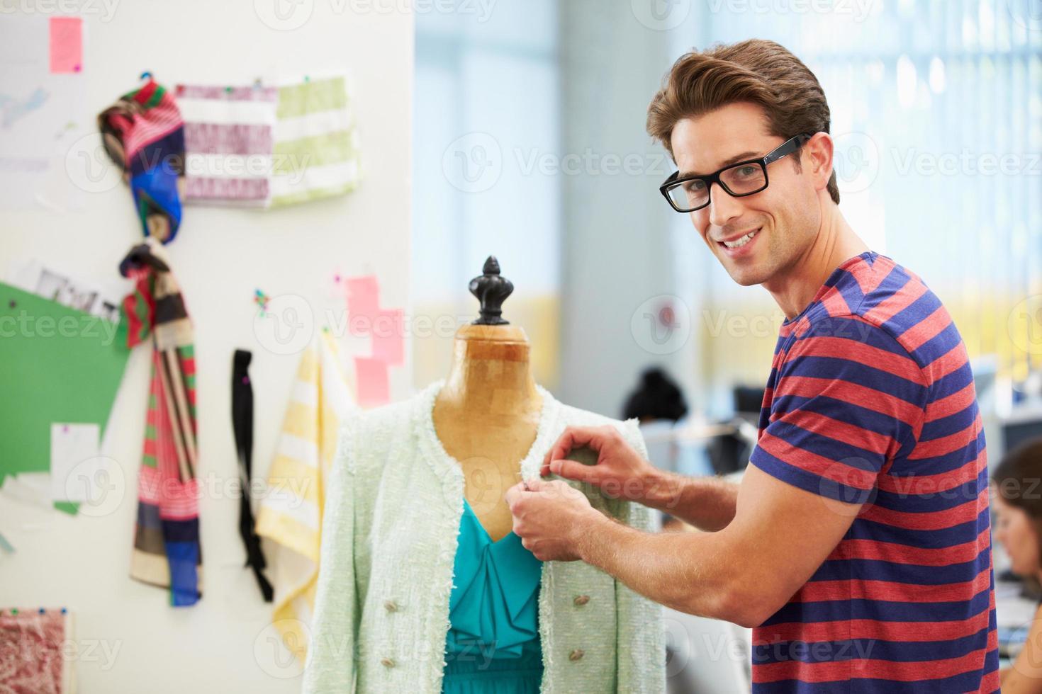 mannelijke modeontwerper in studio foto