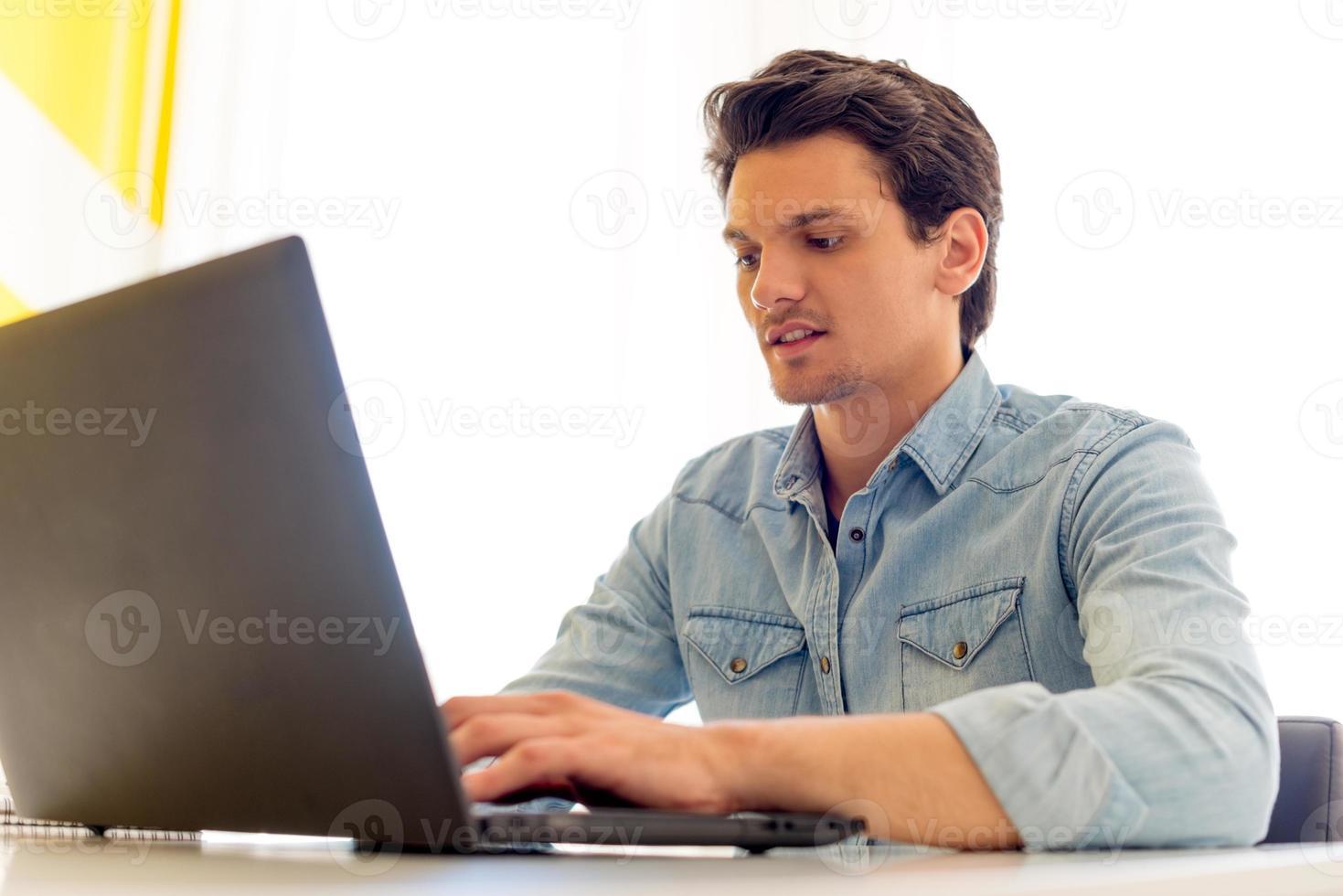 jonge zakenman foto