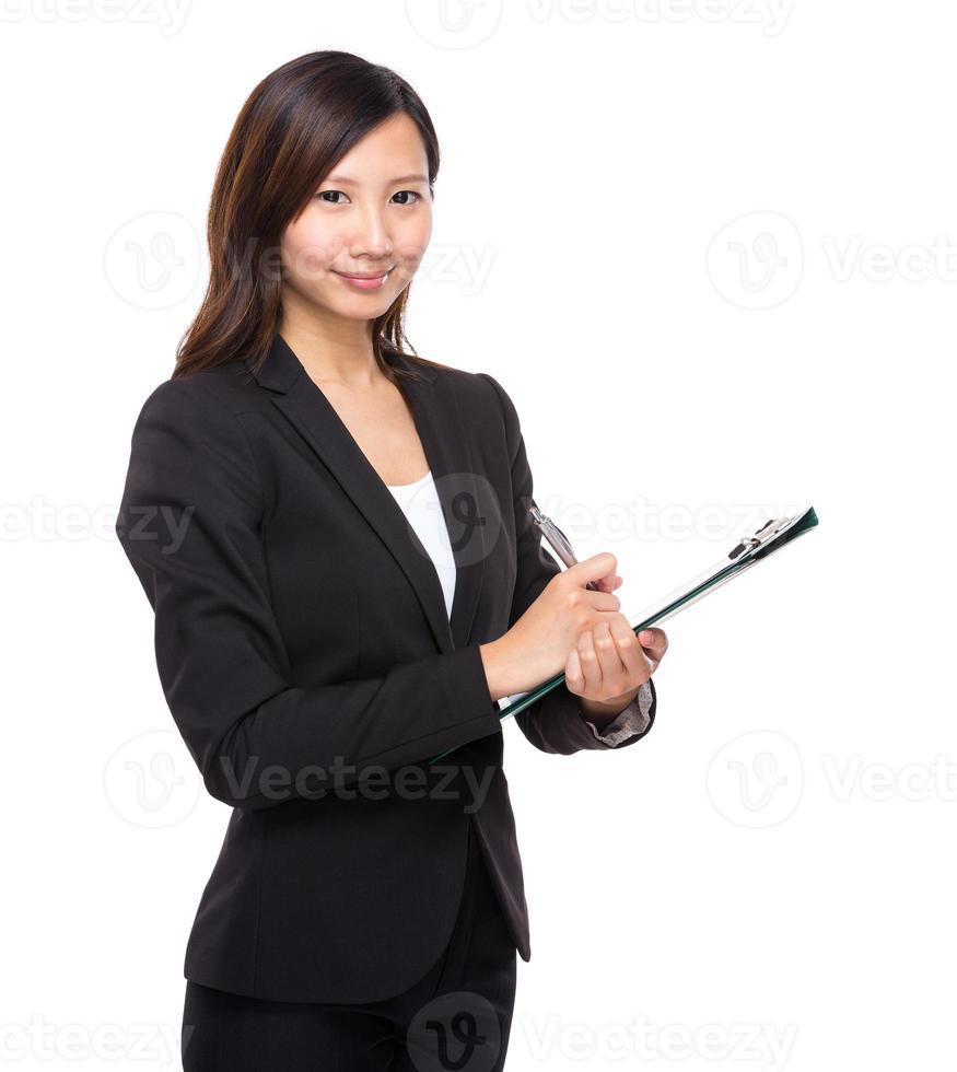 zakenvrouw met klembord foto