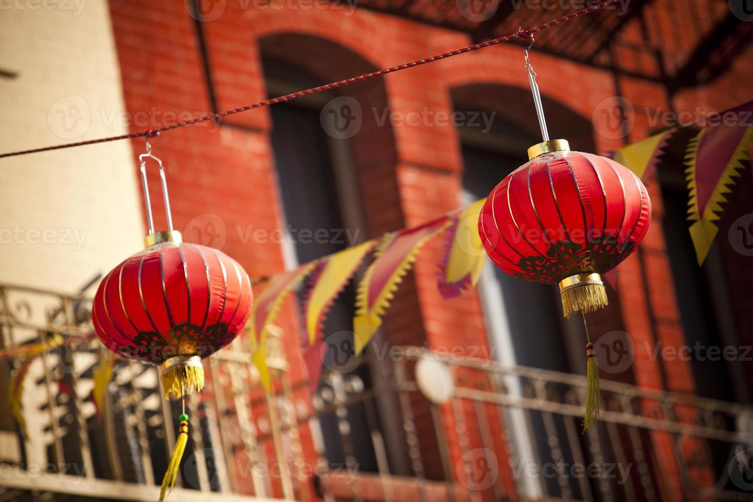 papieren lantaarns hangen in de chinatown van San Francisco foto