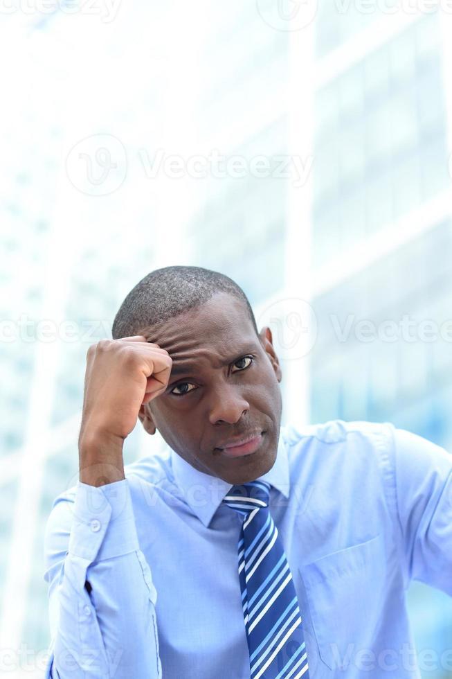 depressief zakenman in de open lucht foto