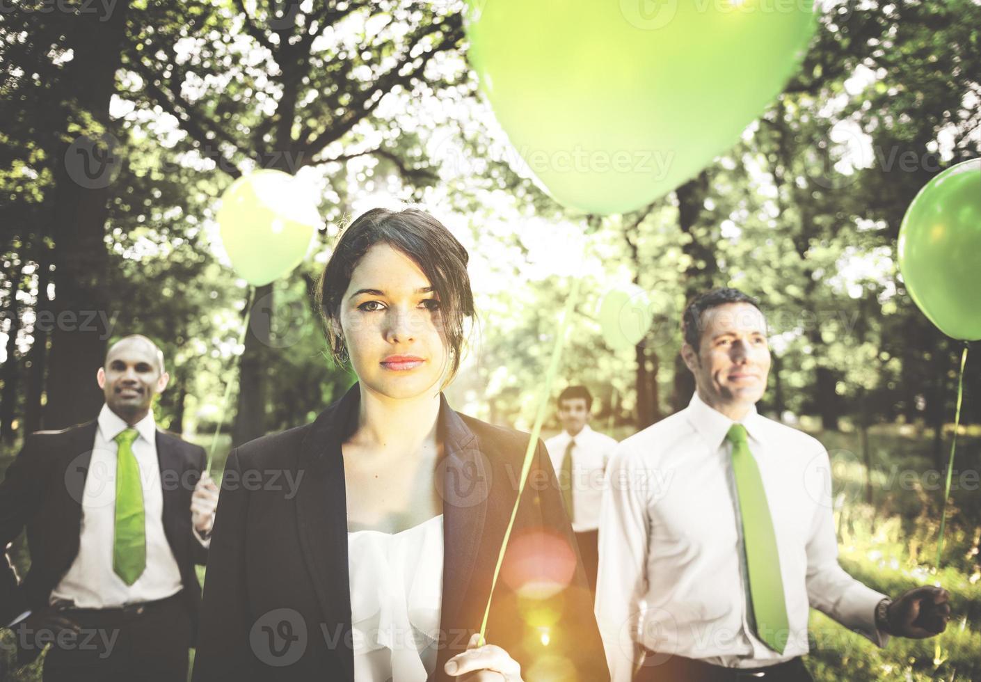 groep van mensen uit het bedrijfsleven houden ballonnen concept foto