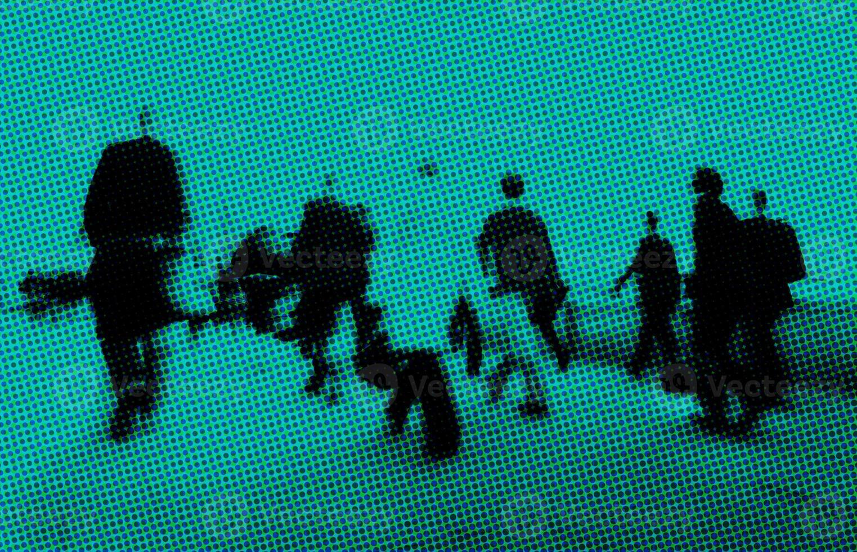 mensen uit het bedrijfsleven lopen forens spits concept foto