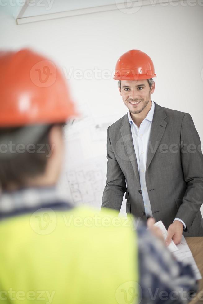 bijeenkomst over een bouwproject foto
