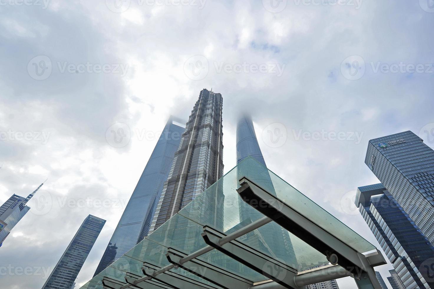 shanghai lujiazui finance & trade mansion foto