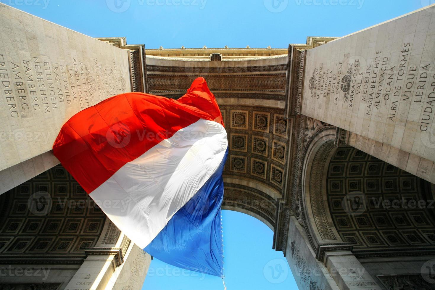 Franse vlag in champs-elysees foto