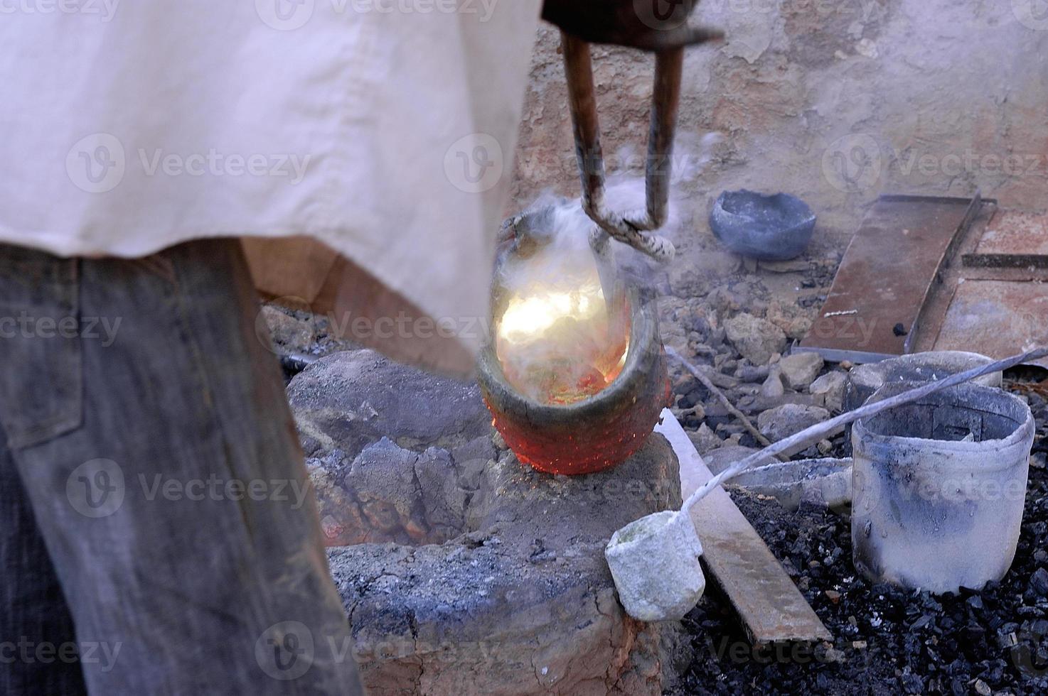 het werk van brons in burkina faso foto