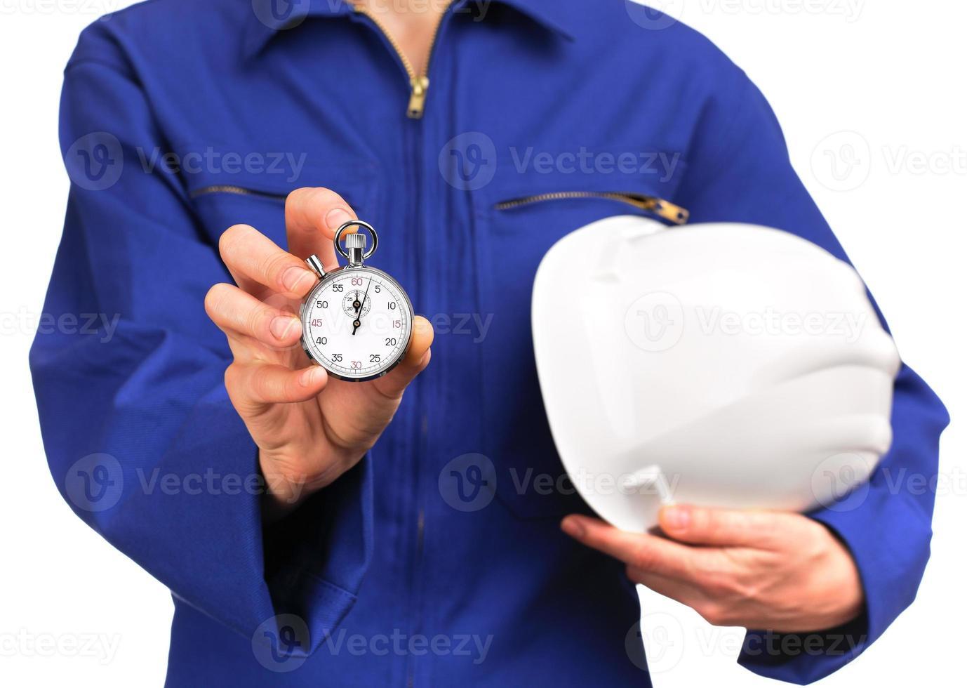 vrouw in blauw werk uniform met een stopwatch foto