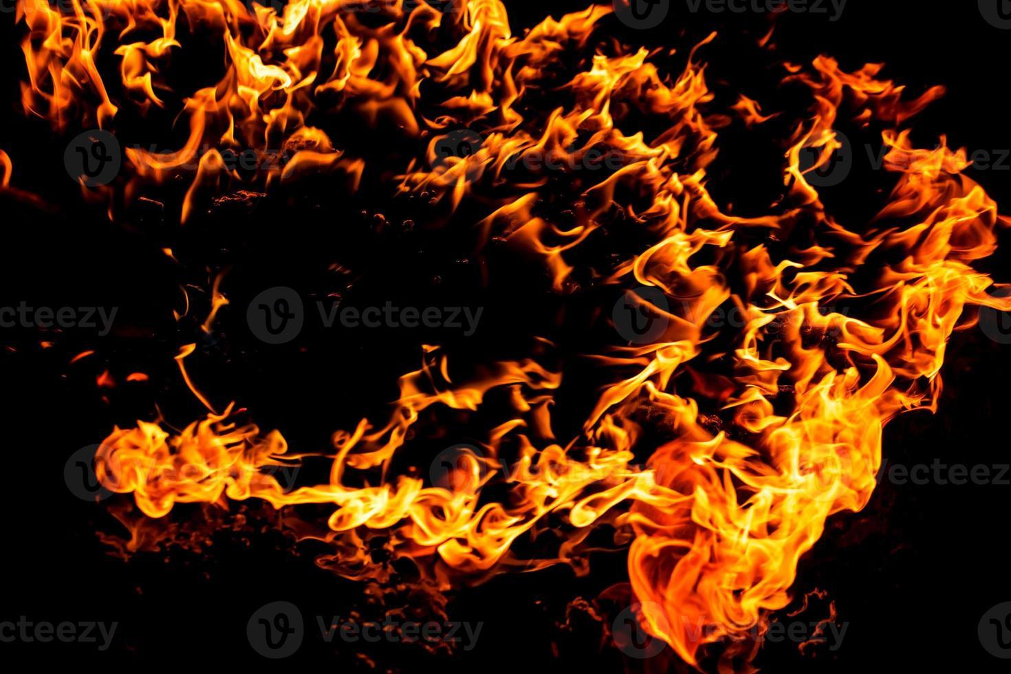 brandende vlam van vuur foto