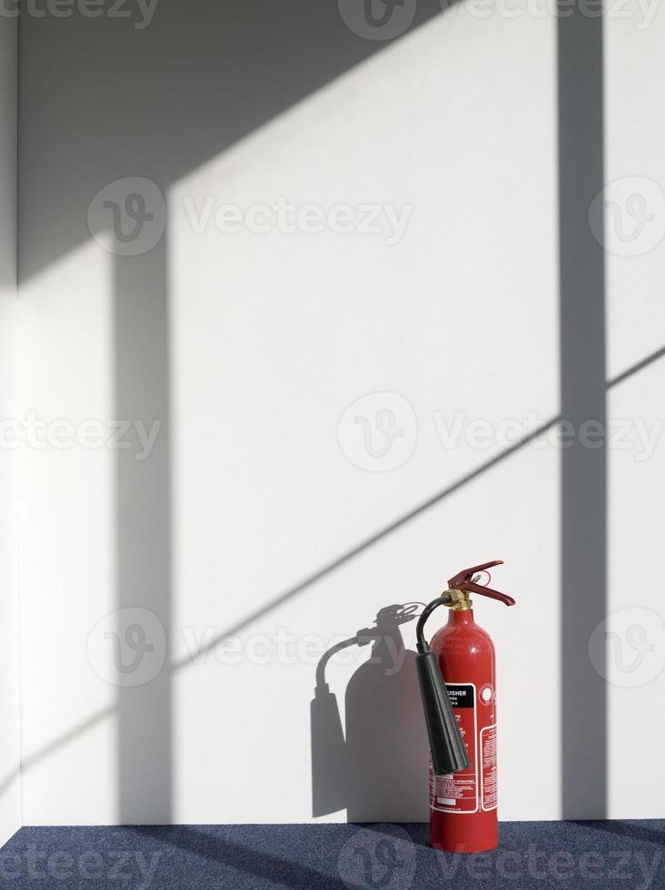 brandblusser werpen schaduw op de muur foto