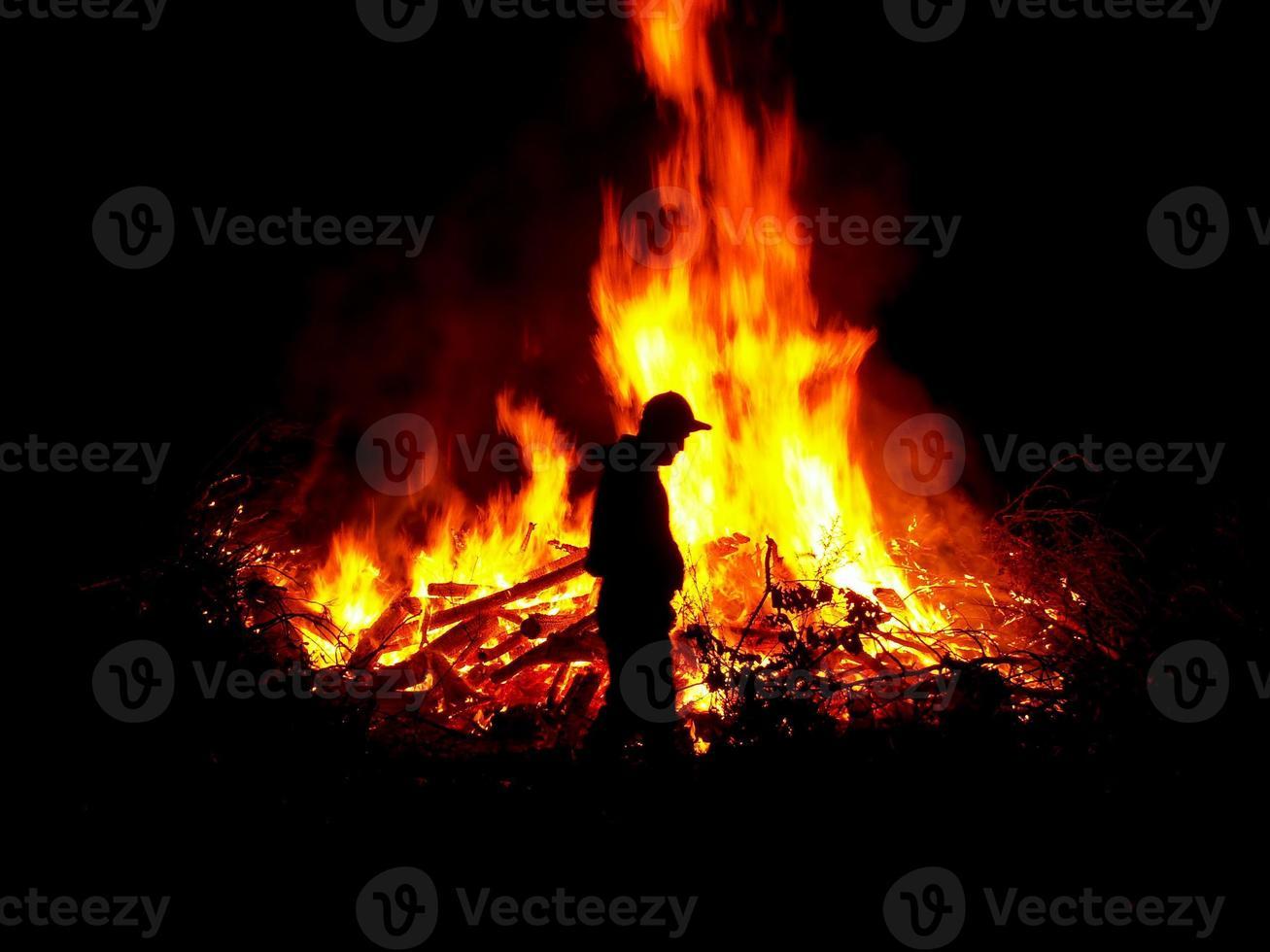 het vuur verzorgen foto