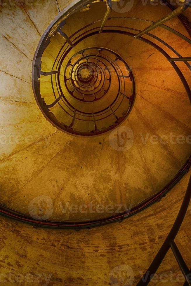 bovenaanzicht van een wenteltrap foto