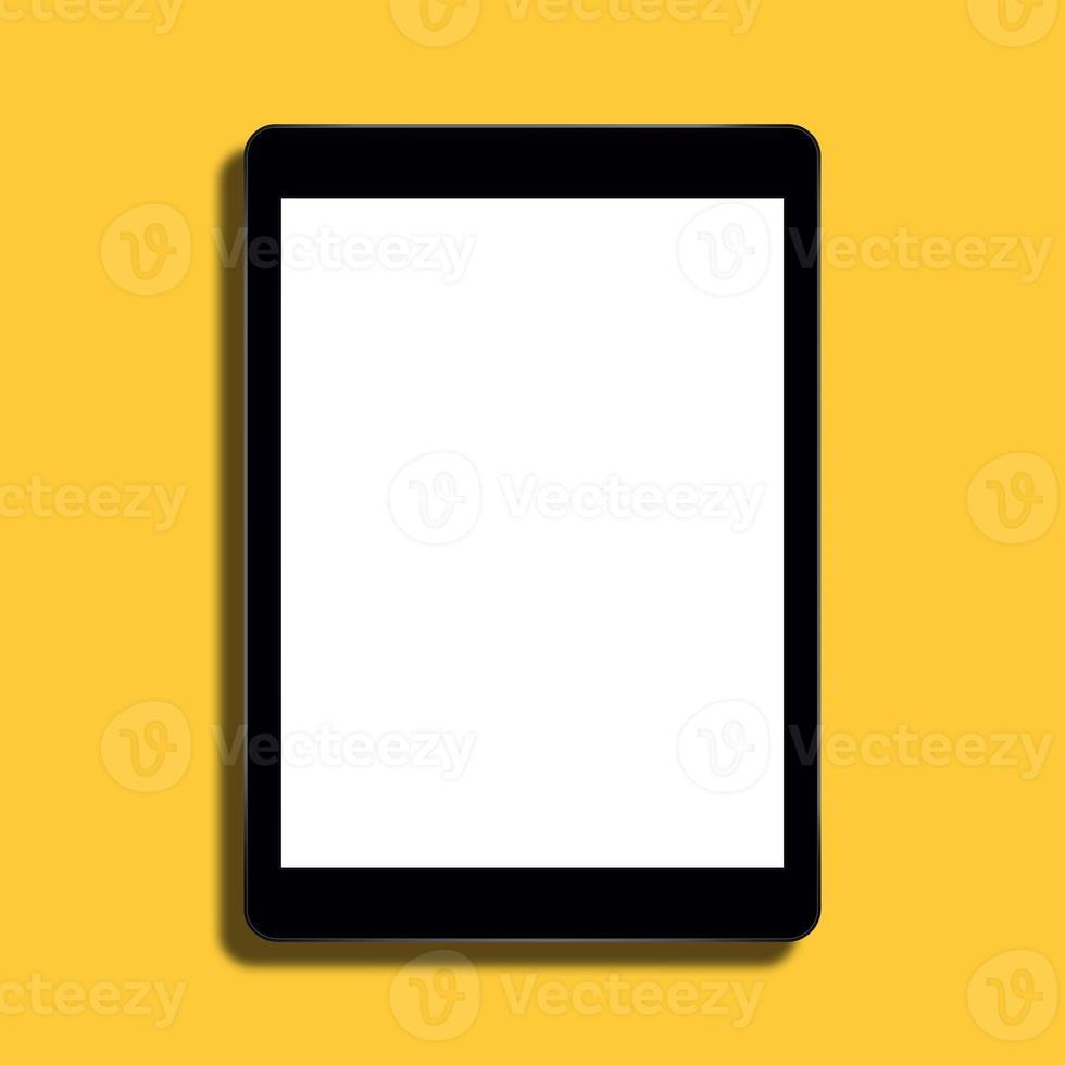 tabletcomputer op gele achtergrond foto