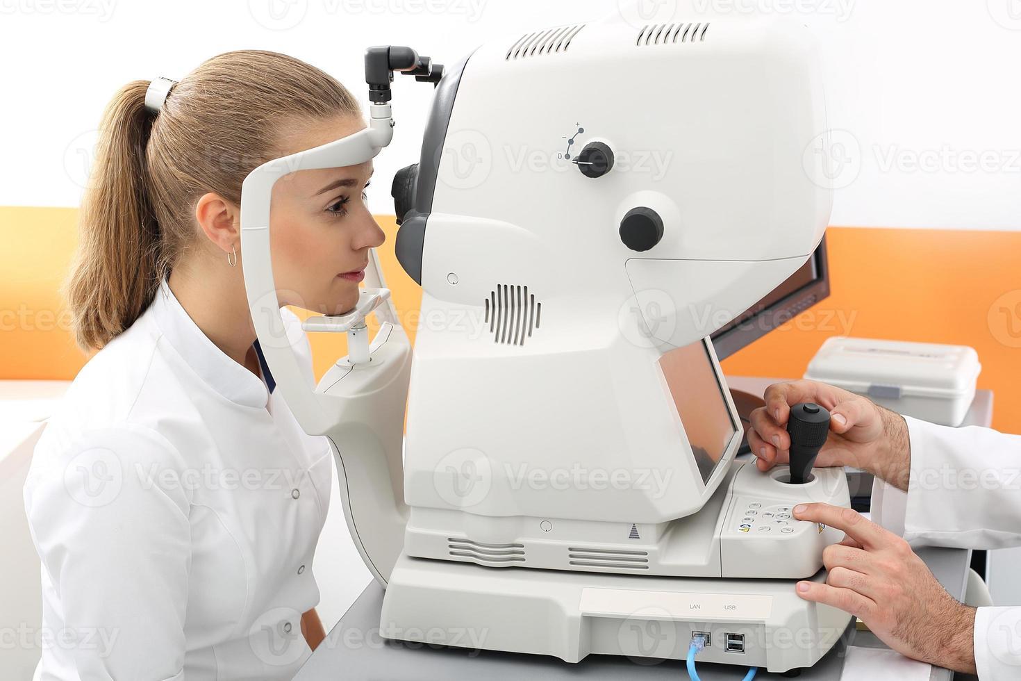 defect van het gezichtsvermogen, computertest. foto