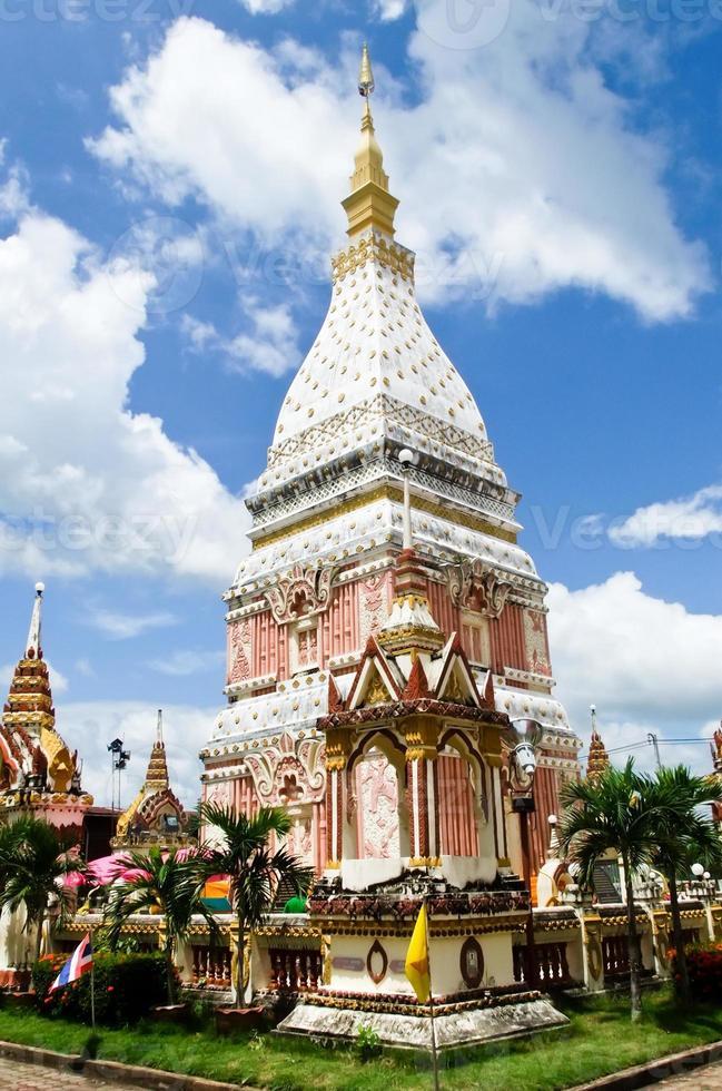 phra die nu pagode straalt in nakhon phanom, thailand foto