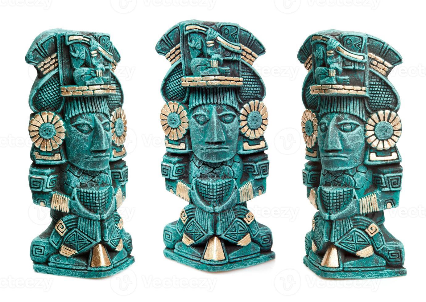 Maya godheid standbeeld uit Mexico geïsoleerd foto