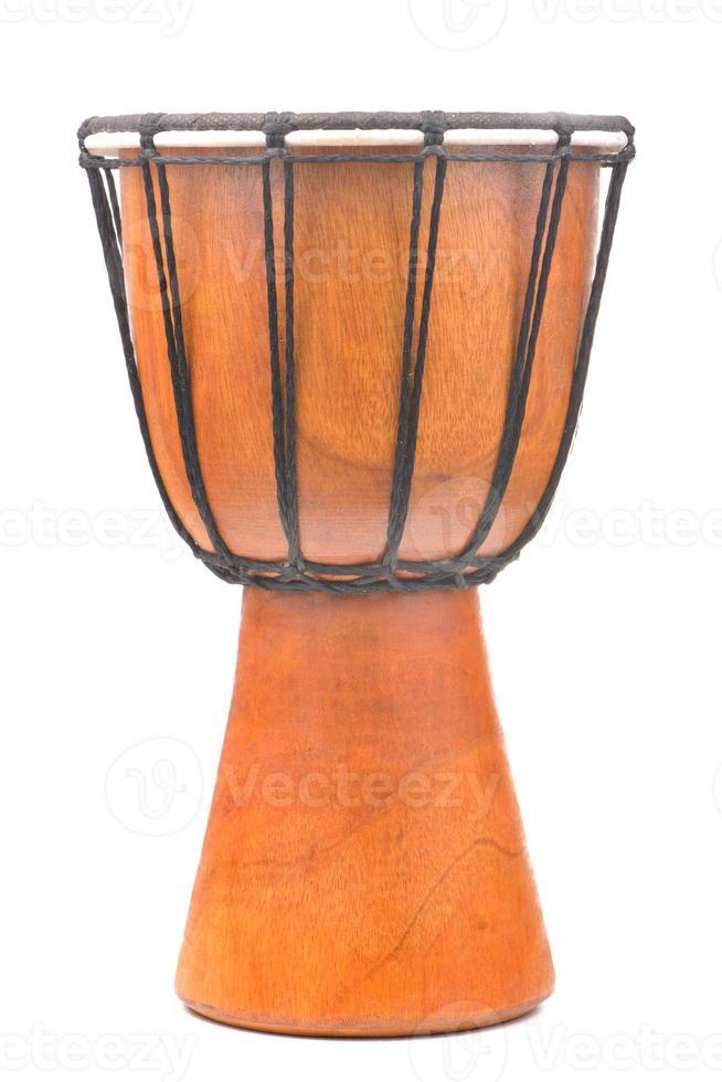Afrikaanse djembe drum geïsoleerd op een witte achtergrond foto