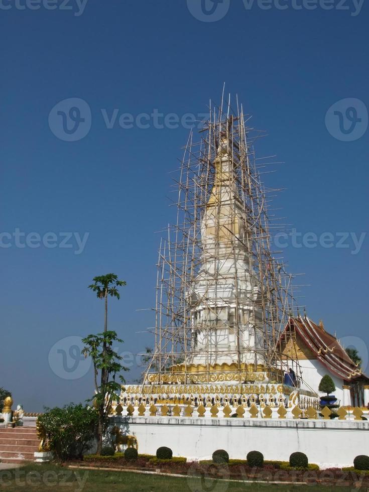 phra die sri kotthaboon pagode onder renovatie, tha khek, laos foto