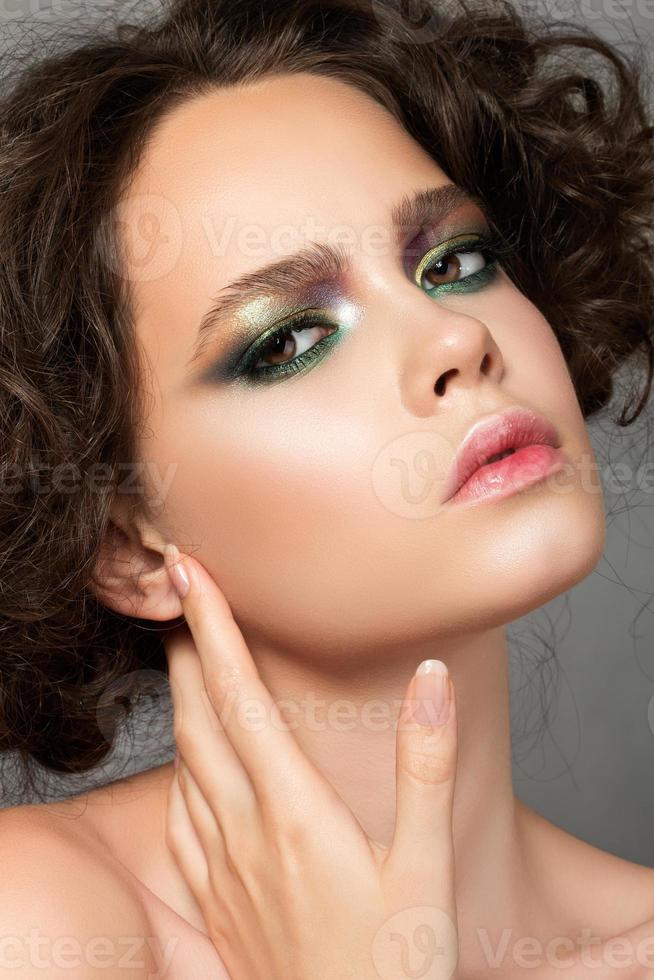 schoonheidsportret van jonge vrouw foto