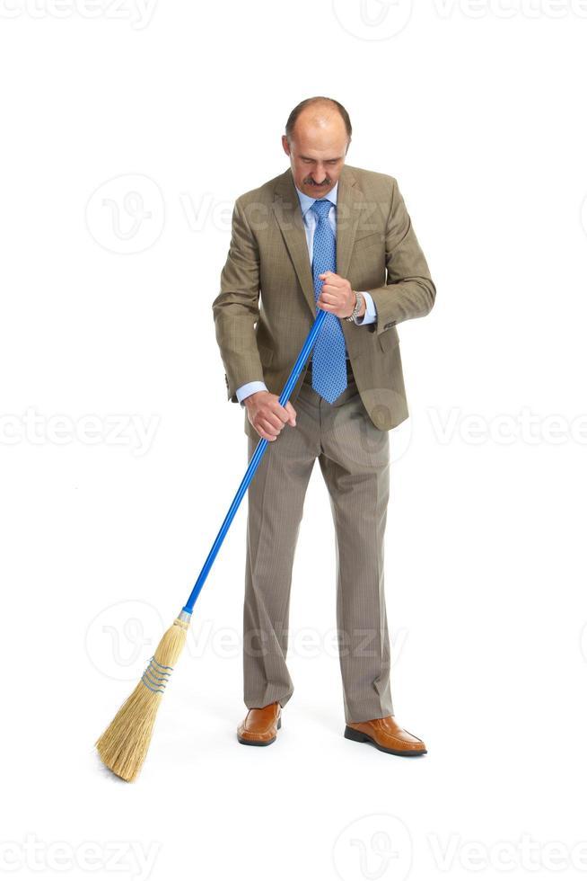 zakenman veegt foto